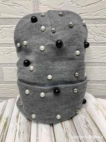 Gorrro-con-perlas-gris
