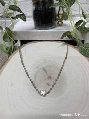 Collar-estrella-perla-con-acero-y-cordón-gris claro