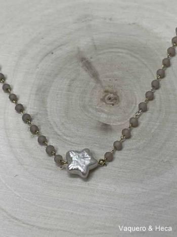 Collar-estrella-perla-con-acero-y-cordón-gris claro-1