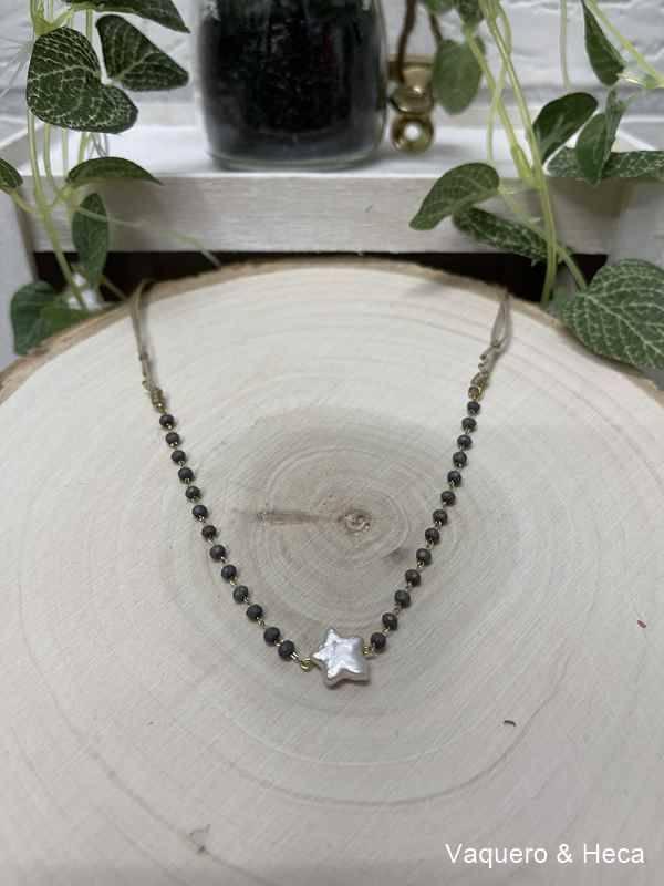 Collar-estrella-perla-con-acero-y-cordón-gris oscuro