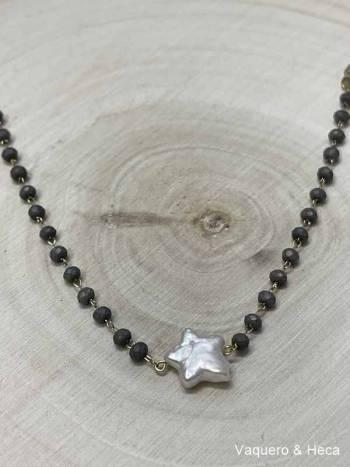 Collar-estrella-perla-con-acero-y-cordón-gris oscuro-1
