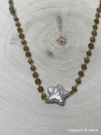 Collar-estrella-perla-con-acero-y-cordón-marrón-1