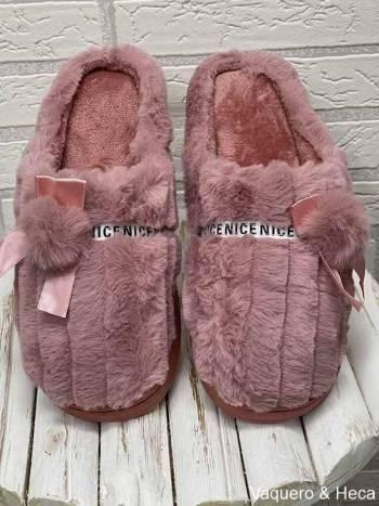 Zapatilla-lazo-pompón-rosa