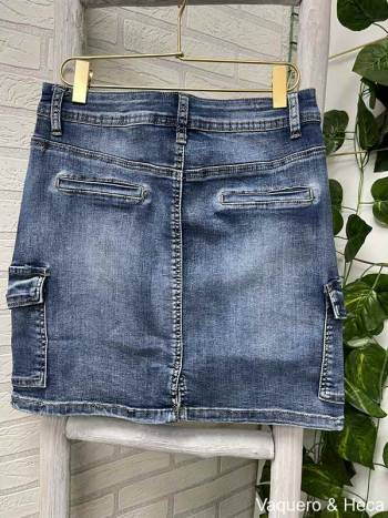 Falda-denim-corta-bolsillos-laterales-2