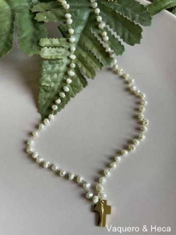 Collar-acero-perlas-cruz